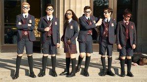Los protagonistas de la nueva serie de Netflix The Umbrella Academy.