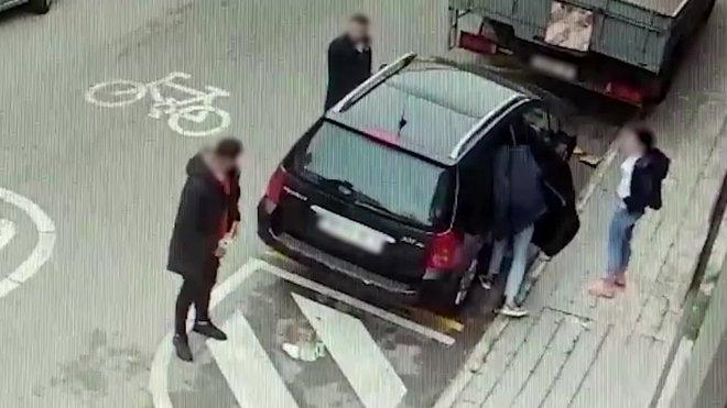 Imágenes de los ladrones robando en varios establecimientos