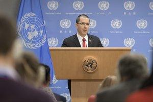 El canciller de VenezuelaJorge Arreazamientras habla durante una conferencia de prensa ofrecida hoy en la sede del organismo en Nueva YorkEE UU EFE Manuel Elias ONU
