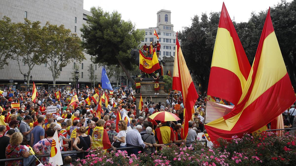 Milers de persones participen a Barcelona en la marxa per la unitat d'Espanya