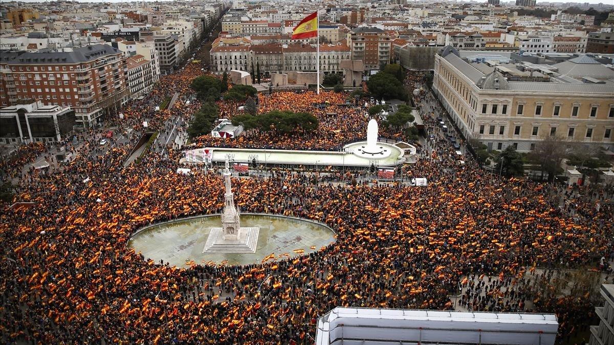 Vista desde la calle de Génova de la manifestación en la plaza de Colón de Madrid.