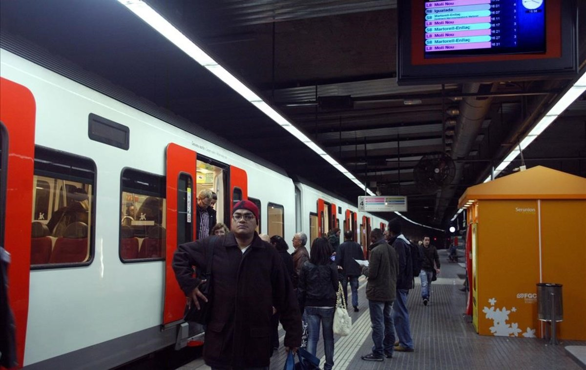 Estación de Ferrocarrils de Plaça Espanya.