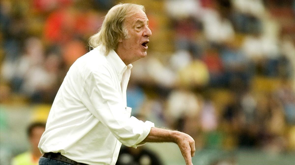 César Luis Menotti, durante un México-Argentina del 2007.