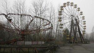 Aixequen el primer arbre de Nadal a Prípiat des de l'accident de Txernòbil
