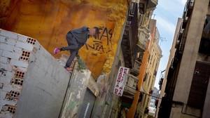 Un menor no acompañado en Ciutat Vella.