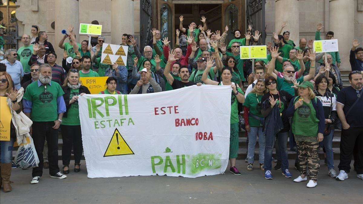 Protesta en Barcelona por la aplicación del índice IRPH en las hipotecas.
