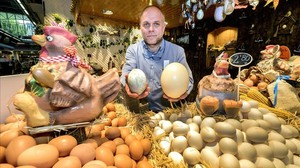 Xavier Frauca, especialista en huevos del Mercat del Ninot.