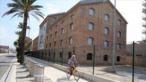 Edificio de la CACI de Badalona, donde se proyectó el museo del cómic, en una imagen de archivo.
