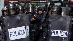 """Puigdemont demana que a la policia li caigui """"tot el pes de la llei"""""""
