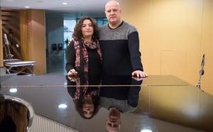 Yolanda Gelices y Adrián Gurpegui, padres de un joven que padecía el síndrome de Asperger.
