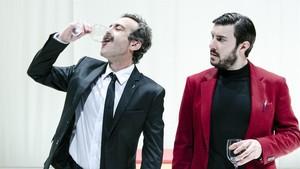 Òscar Intente (izquierda) y Arnau Puigen una escena de la Othello.