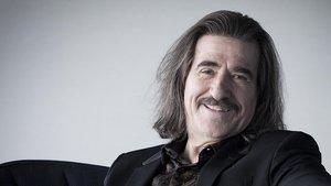 Luis Cobos, en Barcelona, hace escasas semanas. El director sigue siendo tan fiel a su estilo ecléctico como a esamelena y bigote tan característicos.
