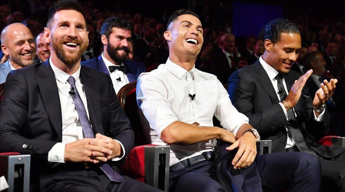 Messi, Cristiano Ronaldo y Van Dijk, en la gala de la UEFA en Mónaco.