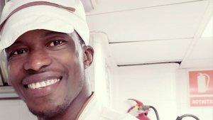 La història de Souleymane: de ser rescatat per l''Open Arms' a cuinar en una residència
