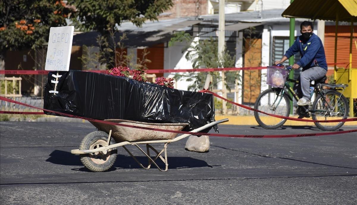 La pandemia llevó a hospitales y funerarias al borde del colapso en Bolivia