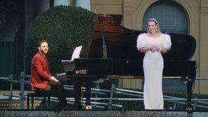 Ainhoa Arteta y el pianista Javier Carmena, durante su presentación en el Fes Pedralbes.