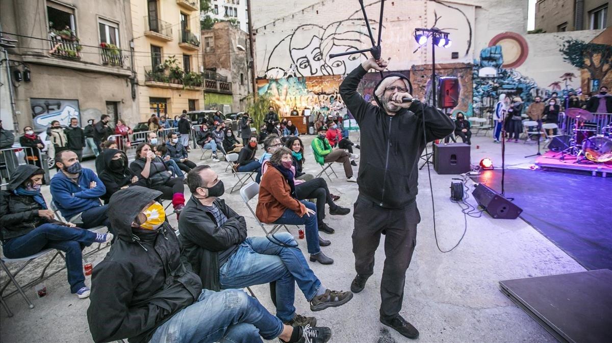 Roger Peláez dinamitando el 'happening' de The Exploding Fest.