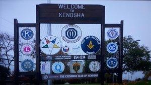 Bienvenidos a Kenosha, Wisconsin (M+).