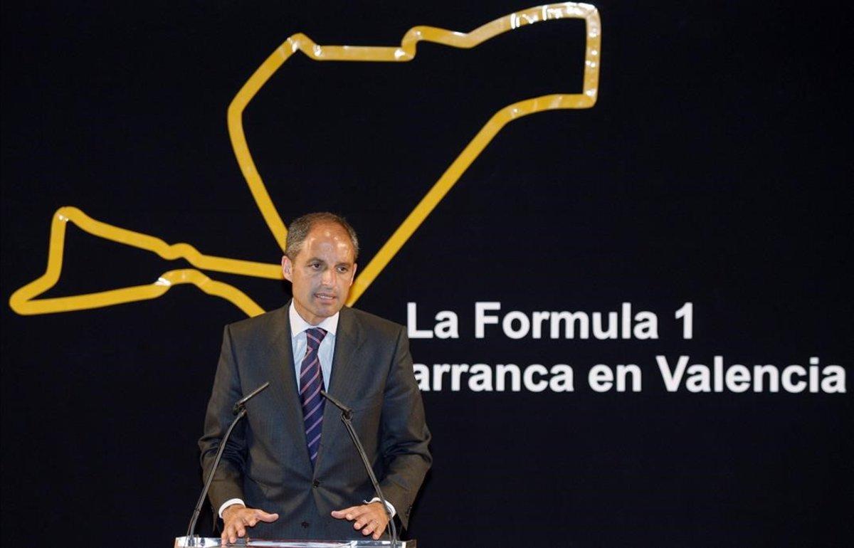 Francisco Camps, ante un diagrama del circuito de F-1 en València.