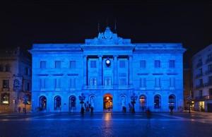 zentauroepp29279365 el dia por delante ayuntamiento iluminado de azul por el d 170402104952