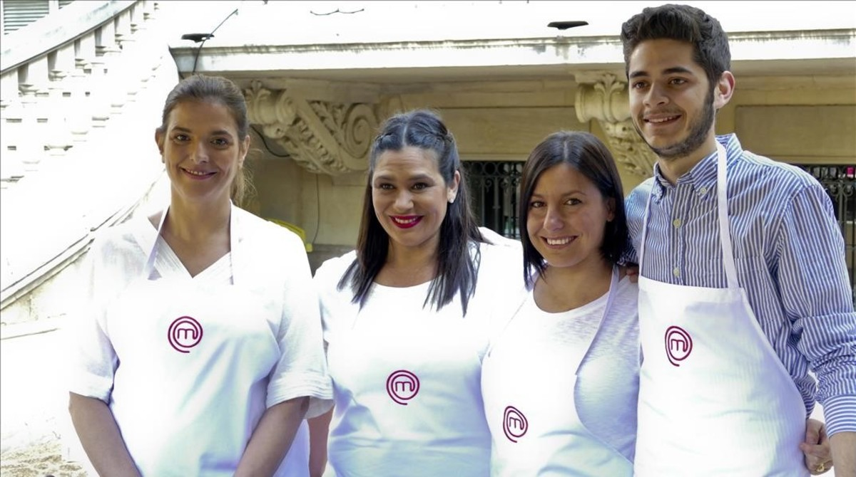 Rocío, Virginia, Vicky y Fabián, exconcursantes de 'Masterchef', en la presentación en Barcelona de la quinta temporada del programa.