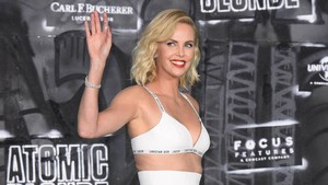fcasals39431096 charlize theron170724182132