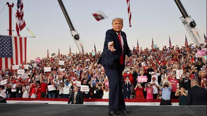 Trump pide vencer a la izquierda radical en su primer mitin tras enfermar de coronavirus