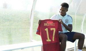 El barcelonista Ansu Fati con la camiseta de la selección española.