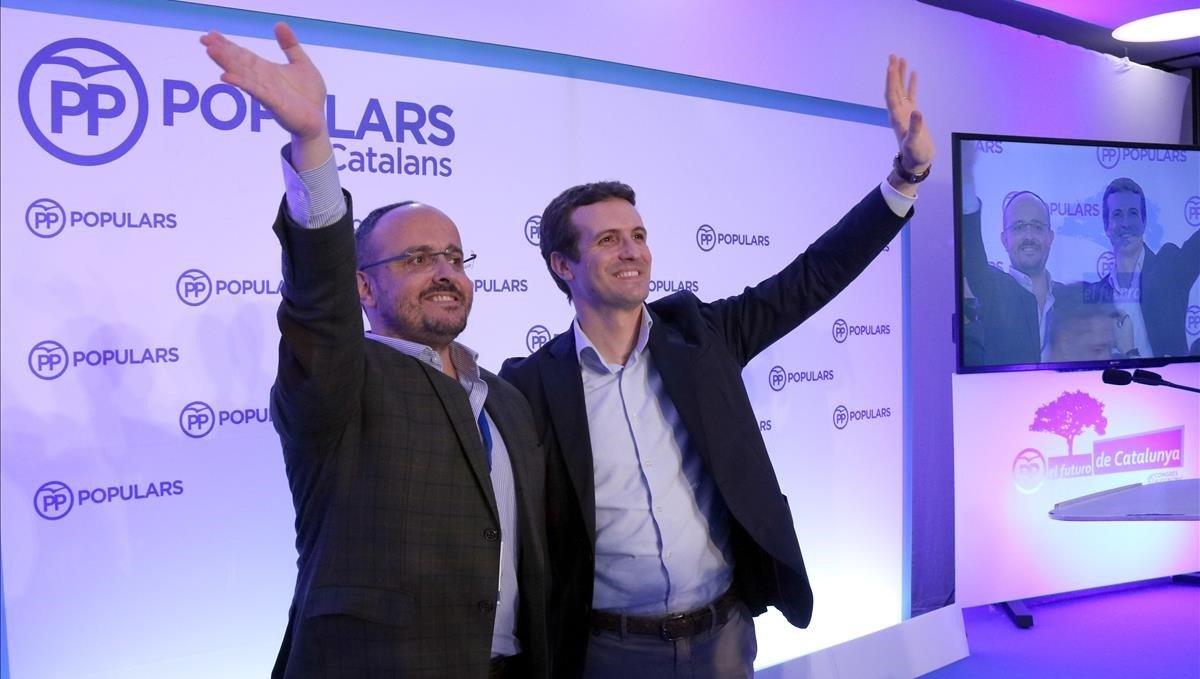 Alejandro Fernández y Pablo Casado durante el congreso en Sitges.