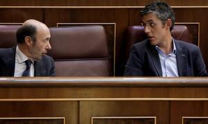Alfredo Pérez Rubalcaba i Eduardo Madina, durant un ple al Congrés dels Diputats.