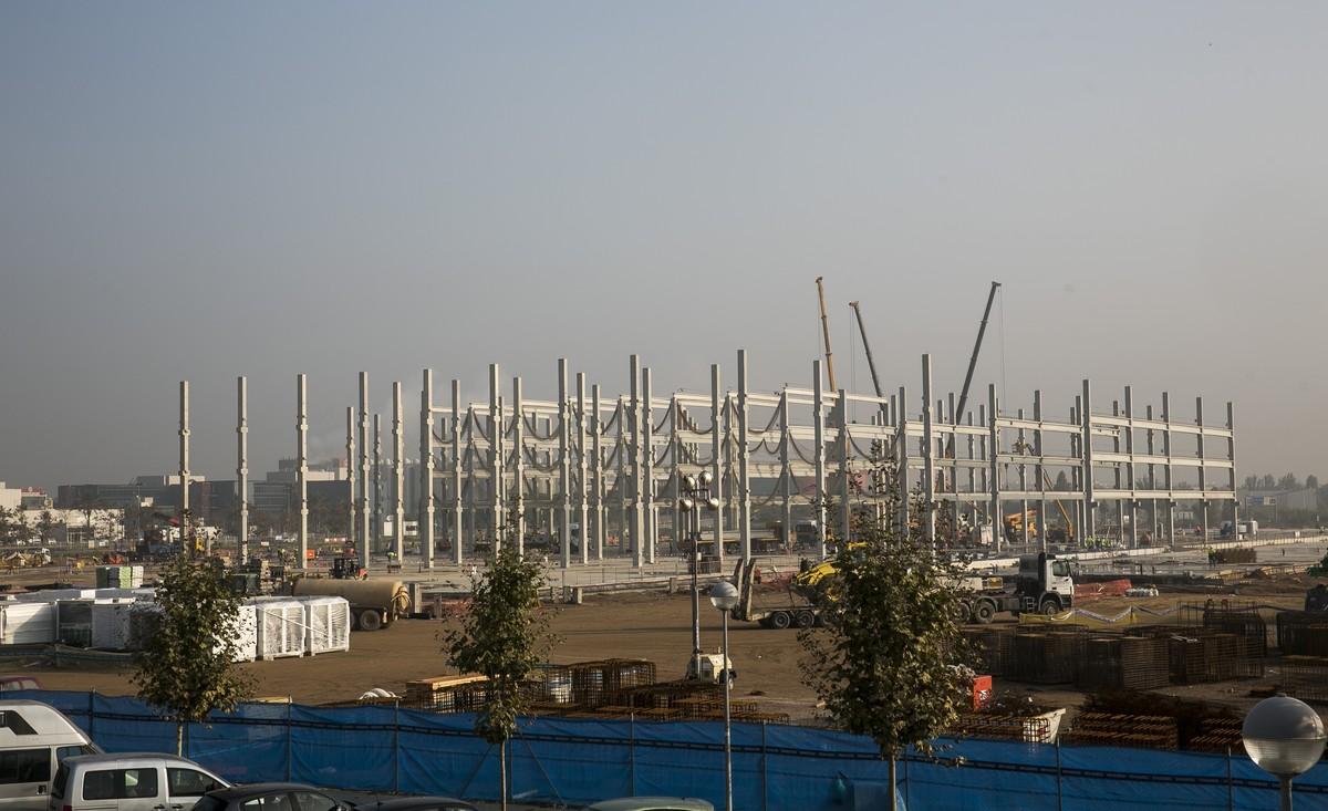 Obras del centro logístico de Amazon en el Prat de LLobregat, el pasado octubre.