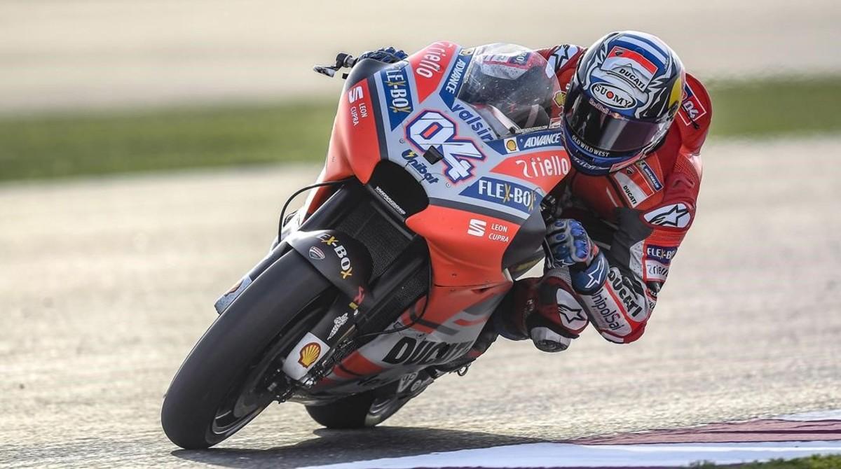 Andrea Dovizioso, satisfecho con su nueva Ducati Desmosedici.