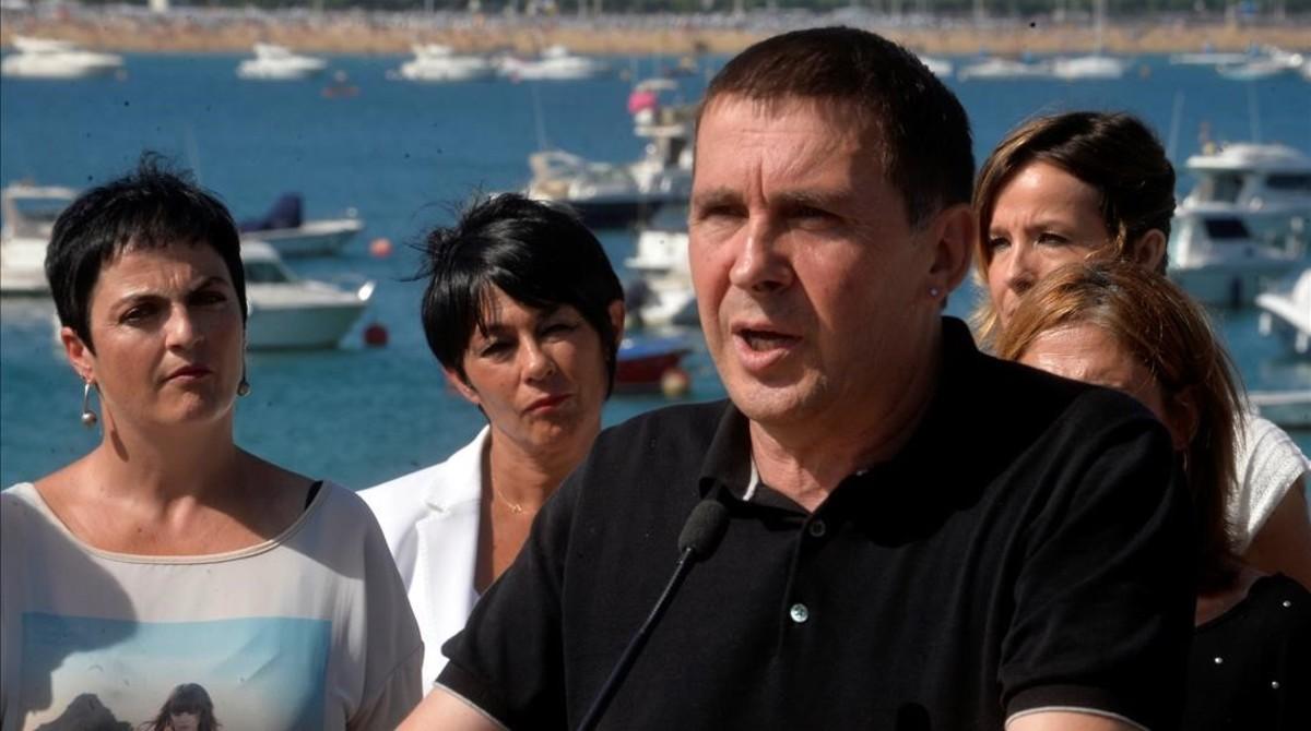 Arnaldo Otegi interviene en un acto de precampaña de EH Bildu en San Sebastián.