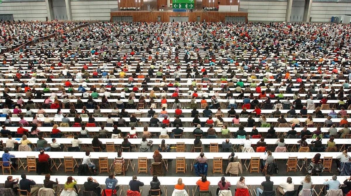 Aspirantes en un examen de oposiciones en el País Vasco.