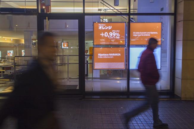 Els bancs mantenen la firma d'hipoteques i carreguen l'impost al client