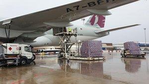 El avión de Qatar Airways con mascarillas para Catalunya.