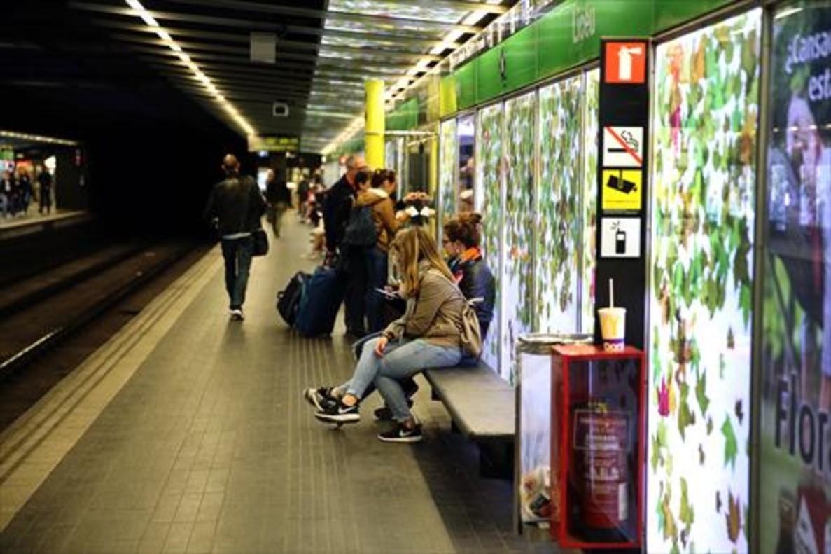 Sexo en el metro de barcelona - 1 1