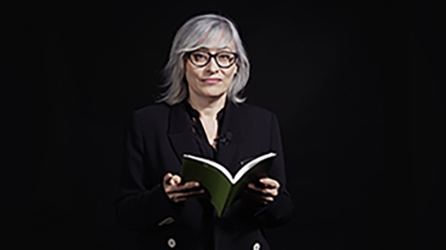 La poeta Laura Granell recita 3 poemas de su libro 'Coratge'