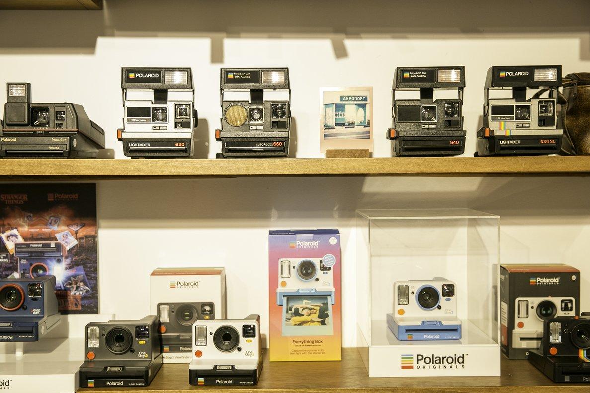 Algunas de las cámaras Polaroid que se venden en Chandal.