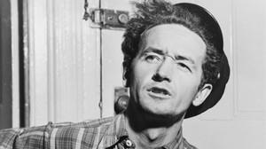 El cantautor Woody Guthrie, en una foto de principis dels anys 40.