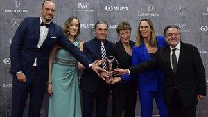Carlos Jiménez, Marta Fernández, Sergio Scariolo, Lisa Aguilar, Amaya Valdemoro y Pepu Hernández, con el premio de los Laureus.