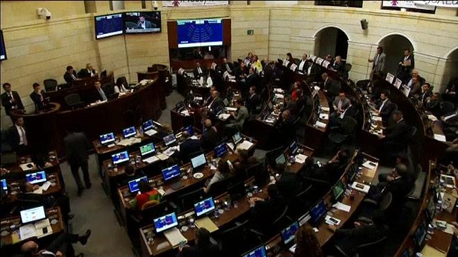 Colombia aprueba en el senado en acuerdo la ley de amnistía con las FARC.