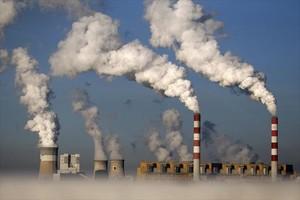 Una imagen de las chimeneas de la planta de carbón de Belchatow (Polonia), la más grande de Europa.
