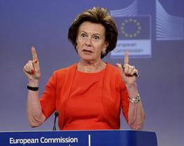 La comissària europea d'Agenda Digital, Neelie Kroes, durant una roda de premsa, ahir a Brussel·les.