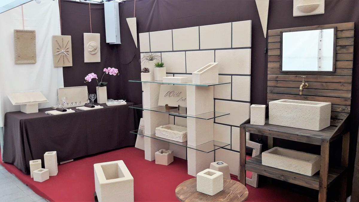 Con piedra machacada y espuma de poliuretano se puede dar forma a un sinfín de objetos para decorar interiores.