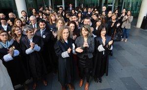 Concentración de jueces y fiscales en la puerta de la Ciutat de la Justícia de Barcelona.