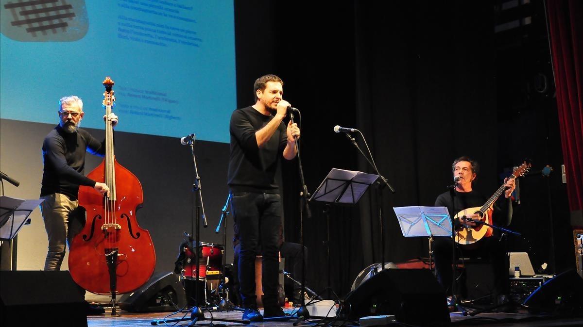 Un momento de la actuación de Pau alabajos en el concierto realizado en L Alguer.