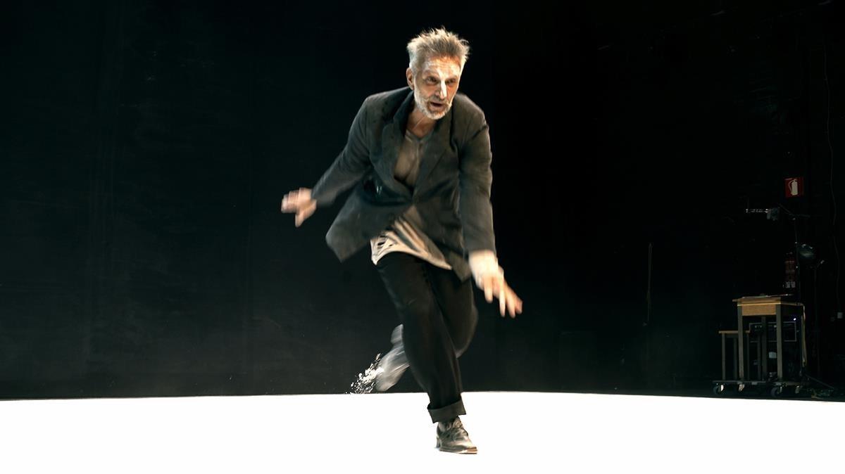 El coreógrafo Pep Ramis, en una escena de la pieza 'The Mountain, the Truth and the Paradise'.