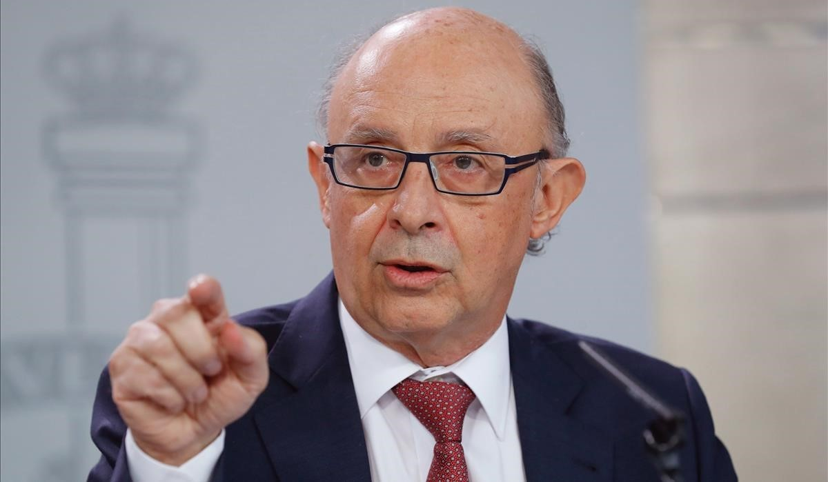 Cristóbal Montoro, ministro de Hacienda.