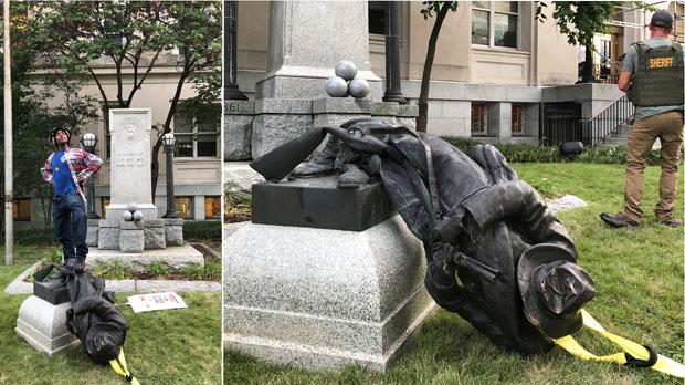 Manifestantes antirracistas derriban una estatua de la Confederación en Durham(EEUU).